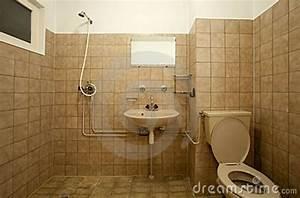 Badezimmer Fliesen Streichen : passende farbe badezimmer streichen design dekoration ~ Markanthonyermac.com Haus und Dekorationen
