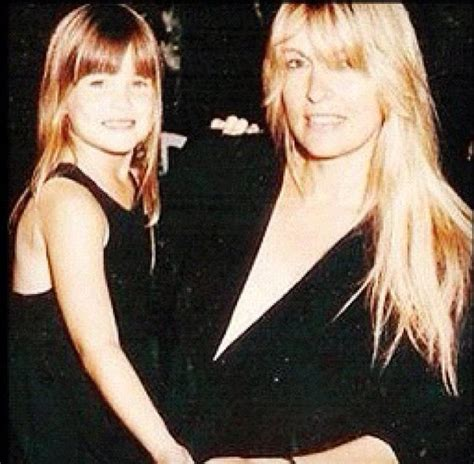 Bar Refaelis Tweets An Old Pic Of Her Hot Mom NY Daily News