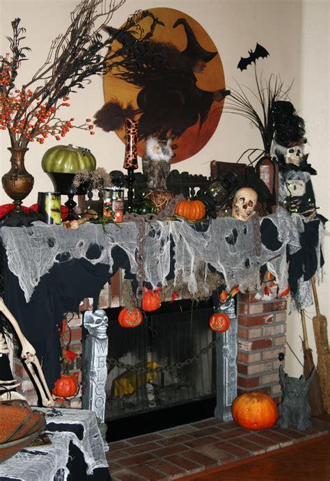 20 Kool Decorated Halloween Mantels — Style Estate