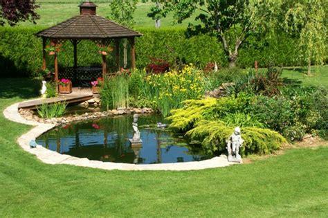 idees pour le bassin de jardin preforme hors sol