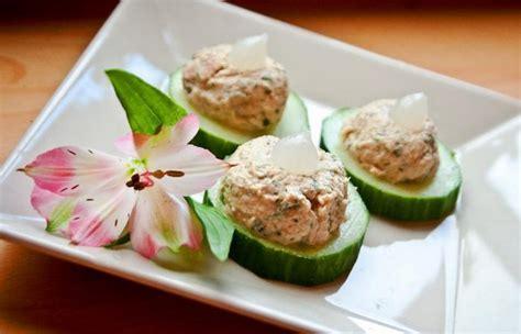 canapé au thon canapés de concombre garnis de thon au fromage blanc et au