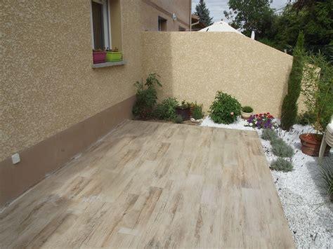 nivrem terrasse carrelage imitation bois gris diverses id 233 es de conception de patio en