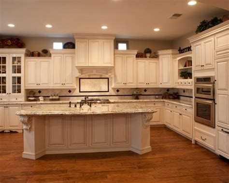 Staggered Cabinet Height Home Design Ideas, Pictures