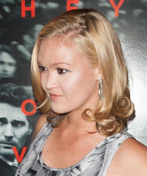 julia stiles medium straight hairstyle