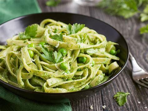 recette de pates au pesto vert p 226 tes au pesto une recette soscuisine