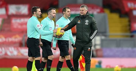 Former Premier League referee highlights error during ...