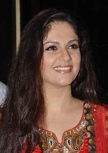 Gracy Singh Hot & Sizzling Navel Pictures Downloads