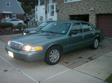 2006 Ford Crown Victoria Pictures Cargurus
