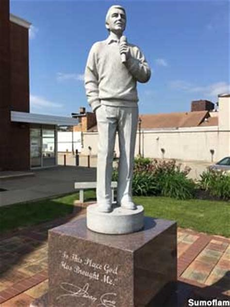 canonsburg pa singing statue  perry como