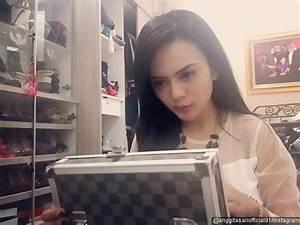 Foto Profesi Lain Anggita Sari adalah Seorang DJ - Foto 14 ...