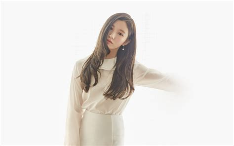 Hn Girl White Cute Asian Kpop Wallpaper
