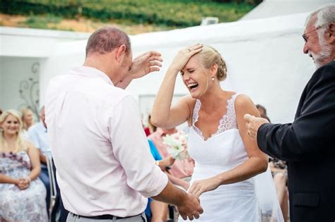 10 Funny Wedding Pictures