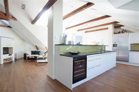 Einfamilienhaus Wohnzimmer Unterm Dach by Dachwohnung Einrichten 35 Inspirirende Ideen