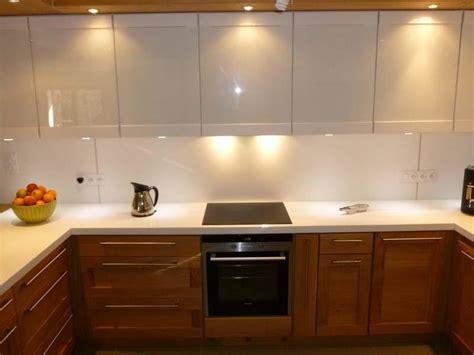 cuisine moderne blanc laqué cuisine bois et blanc laqué le bois chez vous