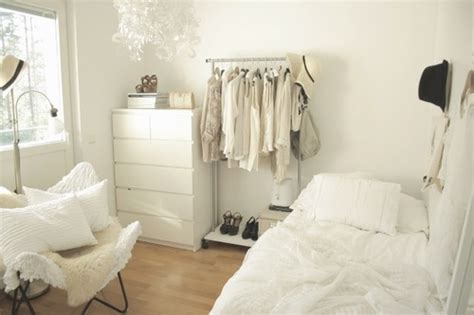 small white bedroom all white small bedroom porter bed space pinterest small bedrooms clothes racks and bedrooms