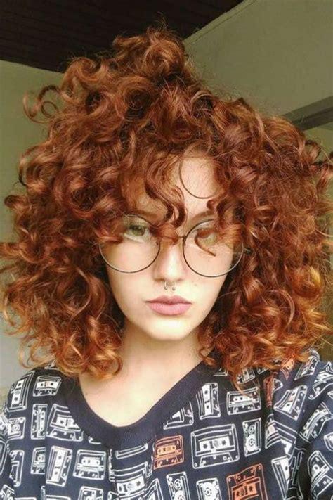 cheveux boucles roux en  cheveux coiffures cheveux