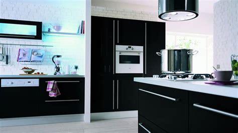 cuisine moderne avec ilot hygena magasin spécialiste des cuisines équipées côté