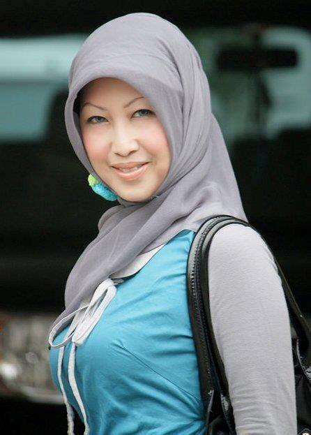 Jilbab Ketat Tante Muda Berdada Super Montok Hot Foto