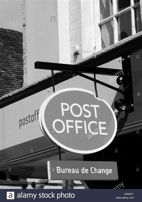 bureau de change 8 royal mail and parcelforce stock photos royal mail and