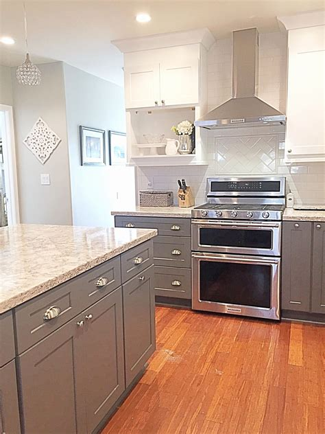 22+ Comely Kitchen Cabinets Two Tone