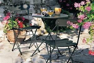 Table Pour Terrasse : un coin repas pour une petite terrasse joli place ~ Teatrodelosmanantiales.com Idées de Décoration