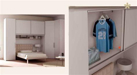 chambre avec rangement chambre a coucher avec pont de lit chambre