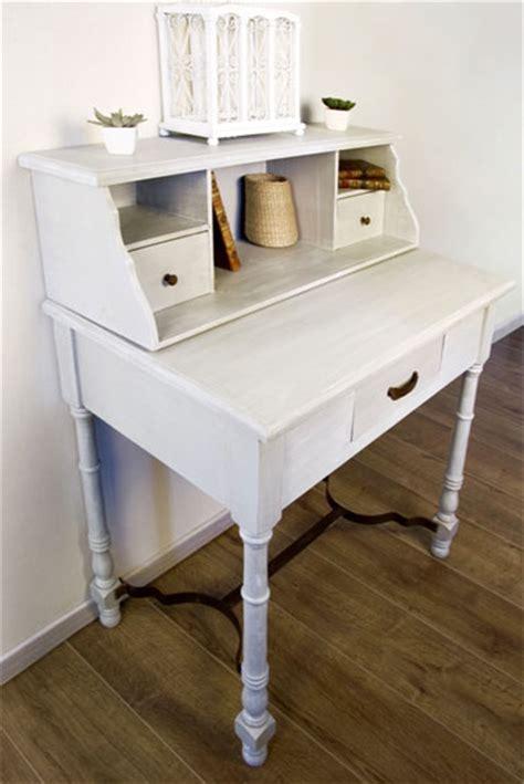 comment repeindre un bureau en bois peindre un meuble en bois quelle peinture choisir