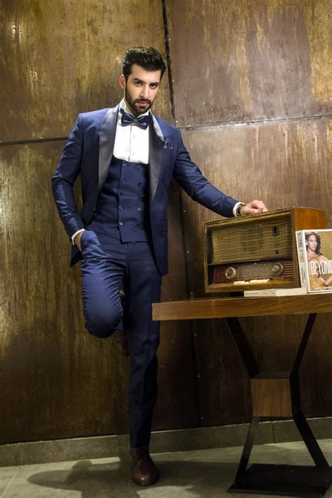 bespoke mens luxury suiting  pakistan