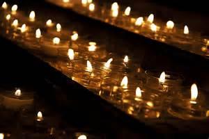 la iglesia empleará más de un millón de euros en velas dedicadas a los desahucios rokambol