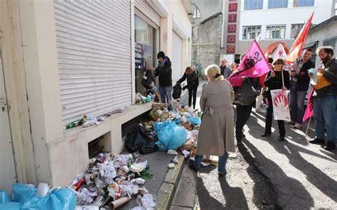 siege medef les manifestants déversent des ordures devant le siège du