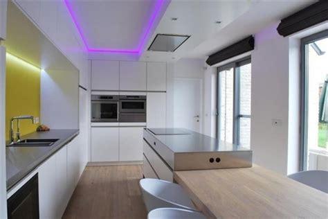 lumi鑽e led cuisine décorer et éclairer votre intérieur avec les bandeaux led