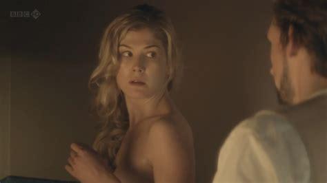 Rosamund Pike Nude Pics Página 2