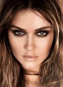 Astuce De Maquillage Pour Les Yeux Marrons : photo maquillage maquillage yeux marrons verts cheveux chatains 8 astuces de filles ~ Melissatoandfro.com Idées de Décoration