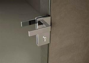 Nuova serratura verticale con scrocco autoregolante che funge da catenacciolo Serramenti+design