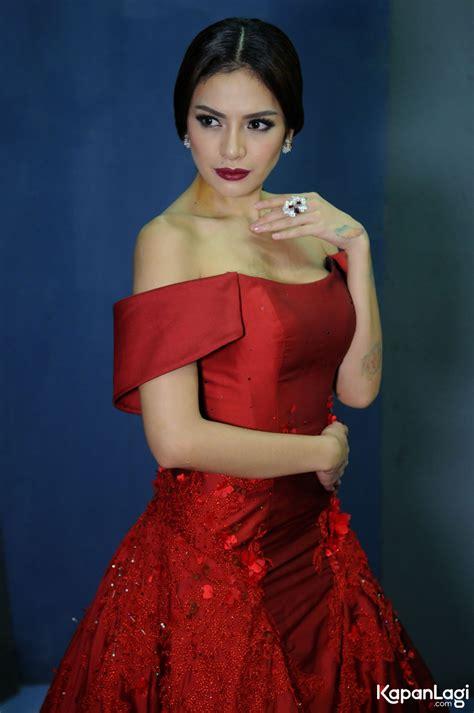 Lagi Nikita Mirzani Hadiri Acara Fashion Tanpa Bra
