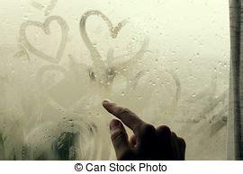 nasse fenster über nacht herz ziehen licht regen glas form nasse nacht stockbilder suche stockfotos fotografien