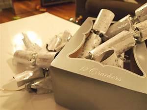 Acheter Des Crackers De Noel : no l londres les bonnes blagues des crackers ~ Teatrodelosmanantiales.com Idées de Décoration