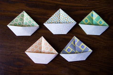 Origami Boat Garland by Diy Origami Sailboat Garland You Can Make With Your