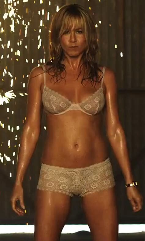 Jennifer Aniston In Lingerie In Were The Millers 05