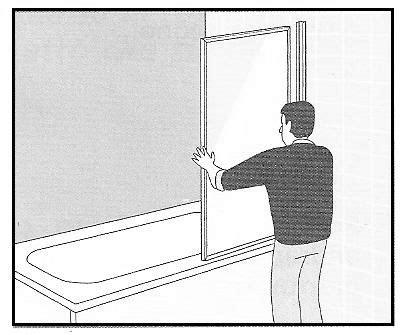 lade da bagno a parete installazione di parete salvaschizzi trasparente su una