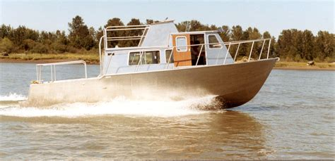 Utility 401 Boat by J Ltd Marine Designers And Consultants 28ft