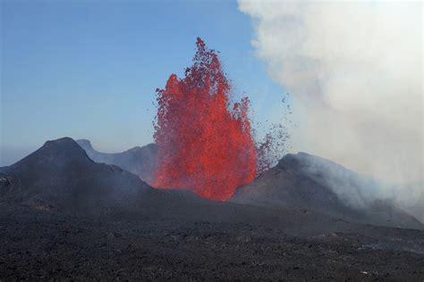Nach zahlreichen erdbeben in den vergangenen tagen ist im südwesten islands der vulkan fagradalsfjall ausgebrochen. Vulkanausbruch in Island Foto & Bild | europe, scandinavia ...
