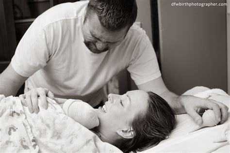 quand bebe bouge pour la premiere fois 18 photos qui nous d 233 voilent cette premi 232 re rencontre magique entre un papa et b 233 b 233