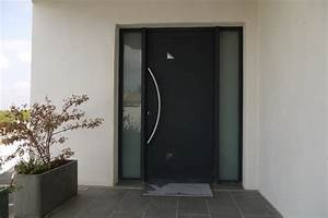 exemple de realisation porte d39entree contemporaine With porte d entrée sécurisée