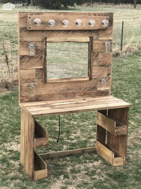 Makeup Vanity With Lights by Rustic Lit Pallet Makeup Vanity 1001 Pallets