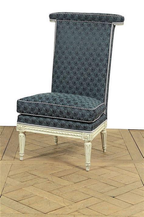 chaise basse dite voyeuse à dossier plat en bois relaqué