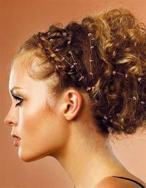 coiffure mariage cheveux courts frisés coiffure pour cheveux boucl 233 s automne hiver 2016 cheveux