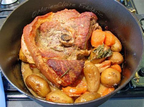 cuisiner le sauté de porc cuisiner une rouelle de porc en cocotte minute 28 images