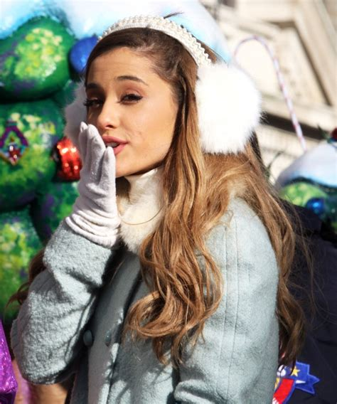 ariana grande picture   macys thanksgiving day