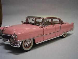 Elvis Motor Classics 1:24 1955 Cadillac Fleetwood Cadillac